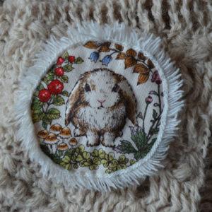 broche lapin blanc