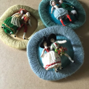 broches aux miniatures