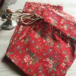 pochons tissu fleuri et toile de jouy à plat