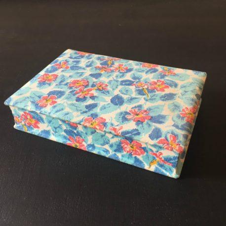 petite boite rose et bleue