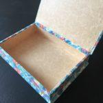 petite boite rose et bleue ouverte