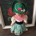 poupée folklorique autrichienne dos