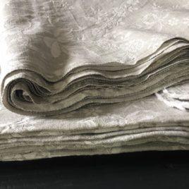 Toile à matelas gris et blanc