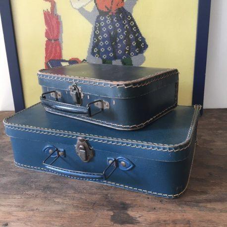 2 valises carton bleues