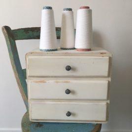 meuble blanc patiné 3 tiroirs