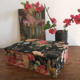 boite noire fleurie