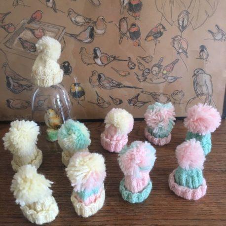 petits bonnets tricotés
