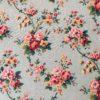 Roses en guirlandes fond vert